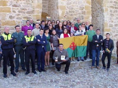 20110228140834-copia-de-medalla-de-oro-a-la-agrupacion-de-voluntarios-de-proteccion-civil.jpg
