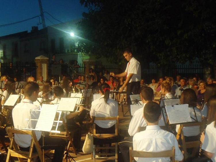 20110711115700-copia-2-de-concierto-en-el-iii-ciclo-de-musica-por-barrios.jpg