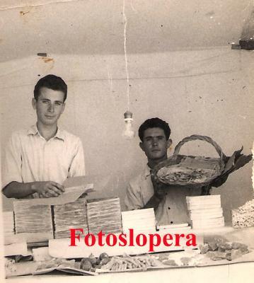 20160807095031-vendiendo-turron-y-camarones-en-arjonilla-1955-copia.jpg