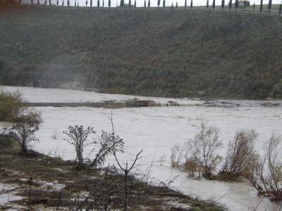 20101221172842-copia-de-el-puente-del-arroyo-salado-tragado-por-la-riada.jpg