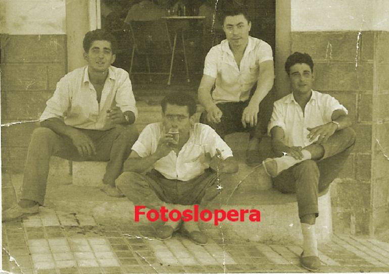 20151121091809-en-la-puerta-del-pelayo-1959-copia.jpg