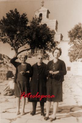 20160831121920-carmen-perez-fuensanta-garcia-y-maria-valcarcel-santuario.-16-5-1963-copia.jpg